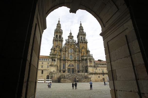 Fachada principal de la catedral de Santiago, en la Plaza do Obradoiro.
