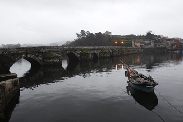 El puente medieval, sobre el río Verdugo.