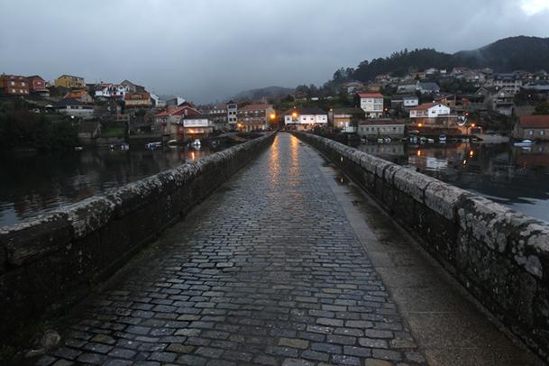 La vía romana XIX atraviesa el puente de Ponte Sampaio.