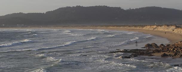 Panorámica de la playa de A Lanzada, un referente para los amantes del surf.