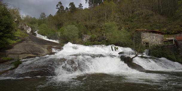 Imagen poco habitual del caudal del río Barosa.
