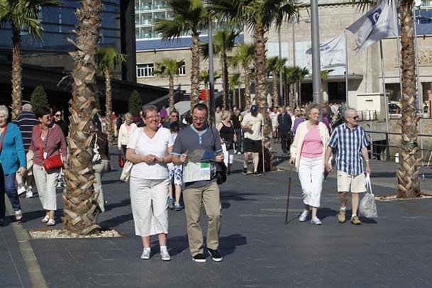 Cruceristas extranjeros de visita en Vigo.