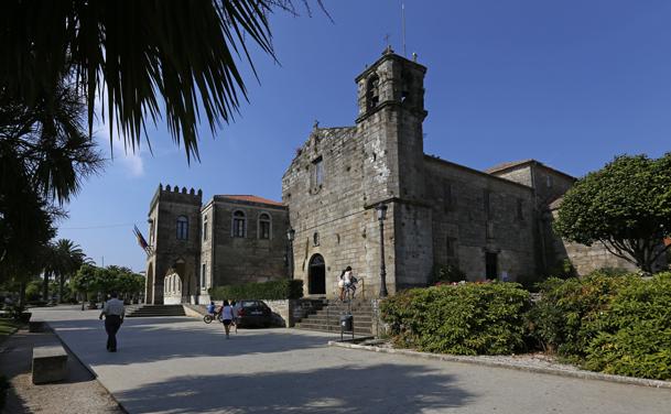 Iglesia de San Francisco, junto al edificio del Ayuntamiento, construido sobre el claustro de los franciscanos.