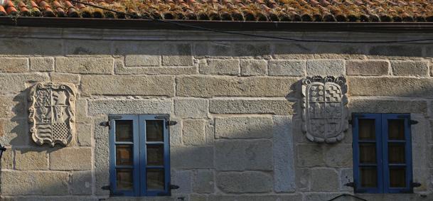 Escudos nobiliarios en una vivienda del casco antiguo.