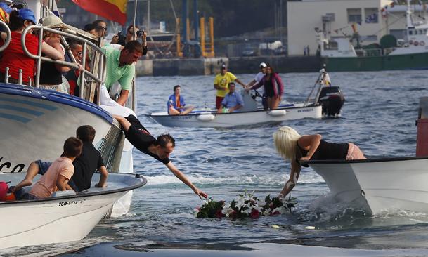 Coger las flores de la corona no es una tarea fácil.