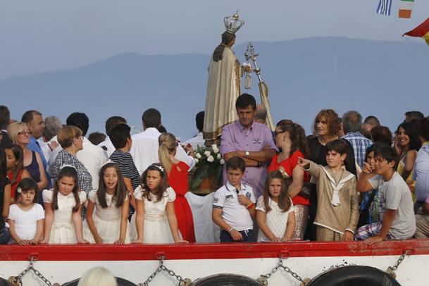 Comitiva que acompaña a la Virgen.