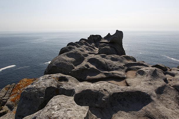 Alto del Príncipe, un espacio rocoso con piscinas naturales excavadas por el agua de la lluvia y una curiosa roca en forma de silla.