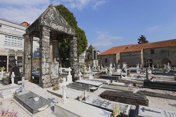 Cementerio de la iglesia de Santa María de Noia.