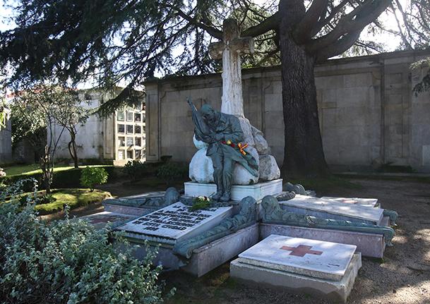 Monumento de la Cruz Roja a los soldados exiliados de la Guerra de Cuba y muertos en Vigo en 1898, en el cementerio de Pereiró, en Vigo.