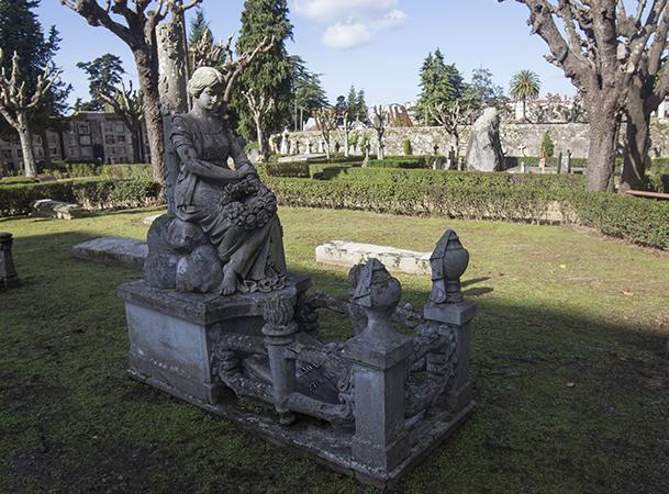 Tumba de Heraclio Botana, en el cementerio civil de Pereiró-Vigo.