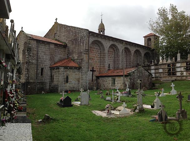 Iglesia y cementerio de San Xulián de Moraime.