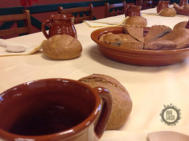 Vasijas de barro que acompañan los menús del pasado.