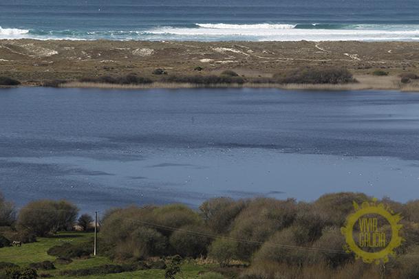 Laguna y playa de Doniños.