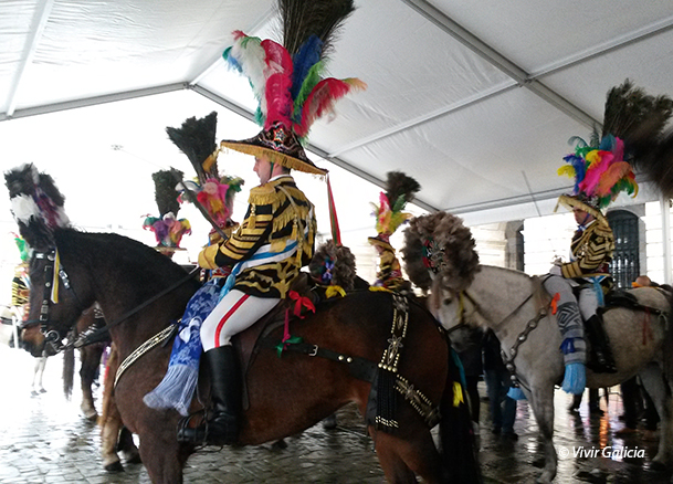 """""""Xenerais"""" da Ulla, altivos y orgullosos, a lomos de sus engalanados caballos."""