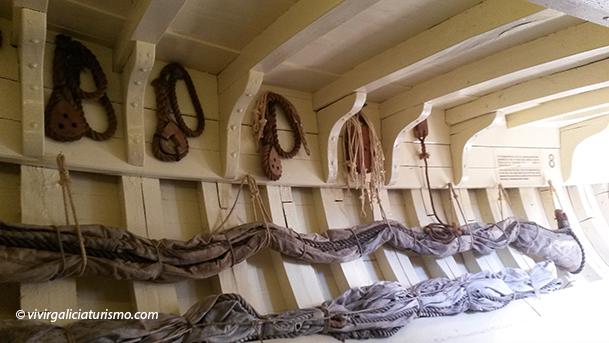 Espacio de la bodega dedicado a los repuestos de aparejos.