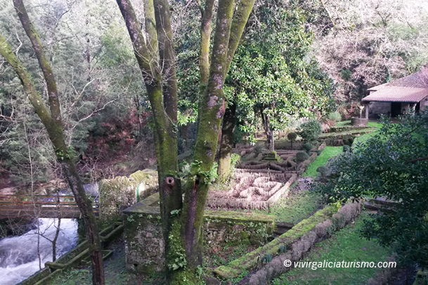 Vista del jardín francés, junto al río.