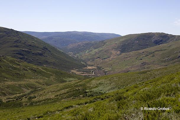 Vista del Valle del río Bibei, desde la laguna de A Serpe.