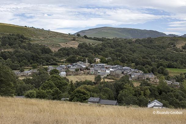 Vilanova de Trevinca, uno de los 29 pueblos del municipio de A Veiga.