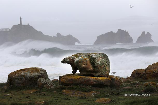 Piedra del Oso, curiosa formación en las playas de Riera.