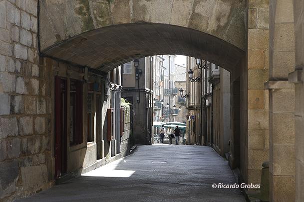 Típica calle del casco antiguo de Ourense.