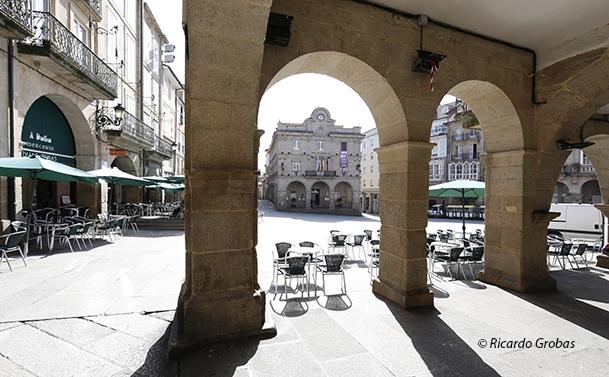 Plaza Mayor y edificio del Ayuntamiento de Ourense.
