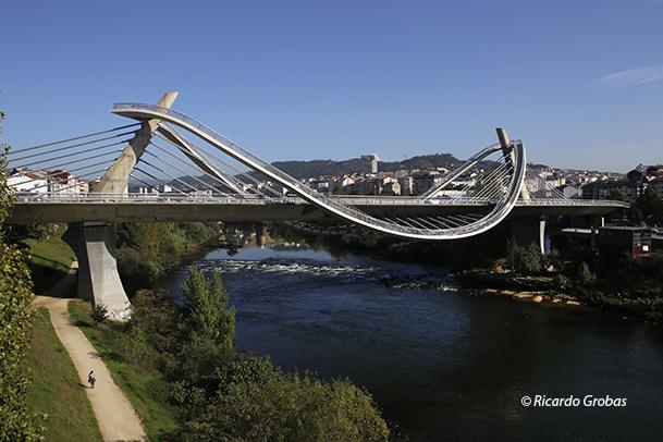Puente del Milenio sobre el río Miño, el nuevo símbolo de Ourense.