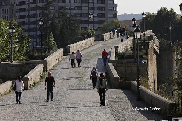 Puente romano, también llamado Ponte Vella o Puente Viejo.