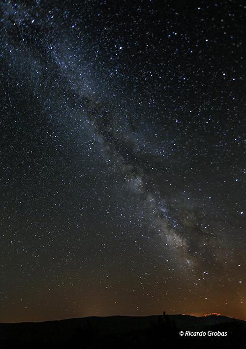 La Vía Láctea en el cielo nocturno de Trevinca-A Veiga.